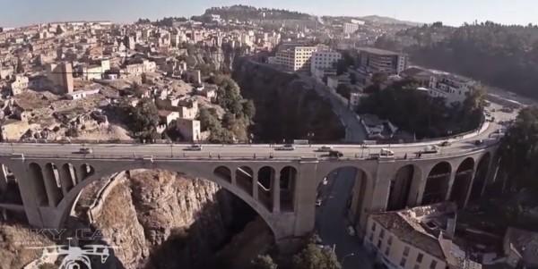 Un drone au  dessus du pont Sidi Rached