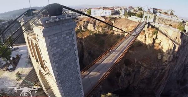 Un drone au  dessus du pont de Sidi M-Cid 0