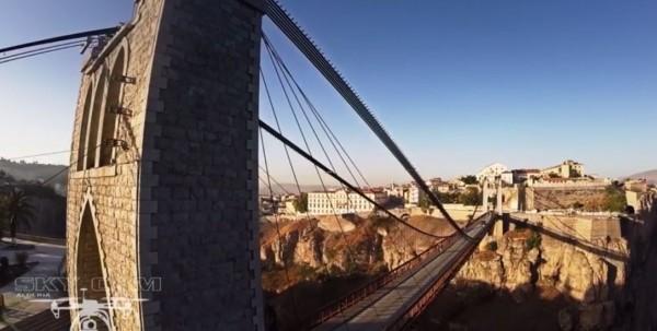 Un drone au  dessus du pont de Sidi M-Cid